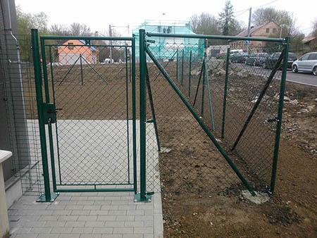 Pletivový plot 180cm, délka 120m, branka