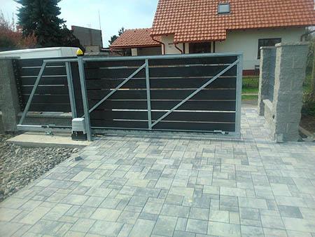 Zděný plot, výdřeva, el. brána, branka,zámková dlažba 200 m2