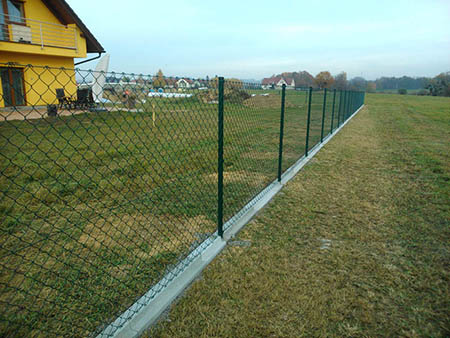 Jak se staví plot z pletiva